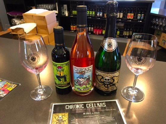 Paso Robles, Kalifornien: Our purchase with glasses included with tasting!