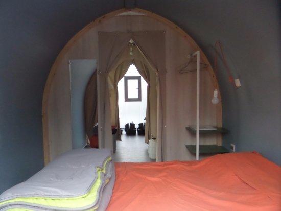 Lathuile, ฝรั่งเศส: chambre avec coucher =140