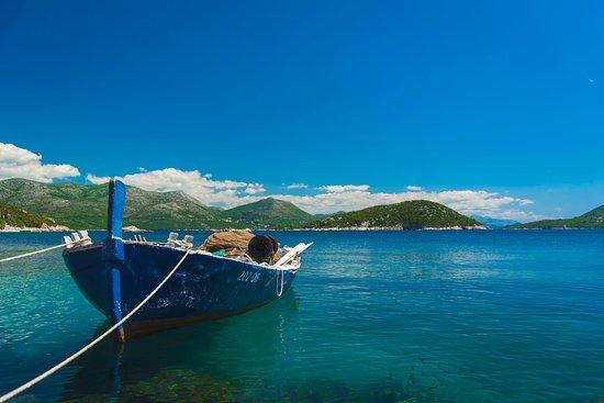 Sipanska Luka, Croácia: Blue waters in every direction