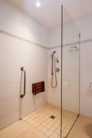 Paxton Hotel: Paraplegic Bathroom