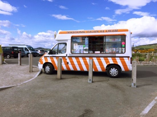 Fortrose, UK: The Ice-cream and hot chocolate truck!!