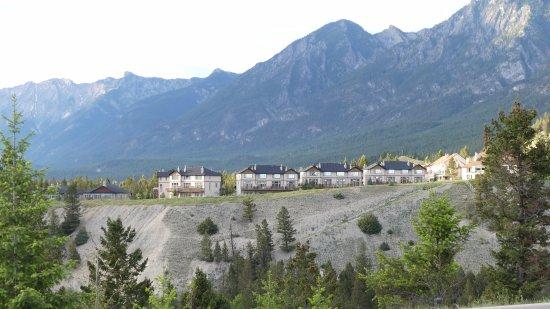 Village Country Inn: Omgeving