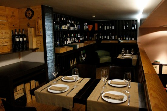 Delicatum: You can dine in our wine cellar
