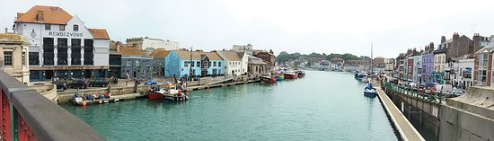 The Anchor Inn: looking onto the harbour ,the anchor is building on the left of the pic