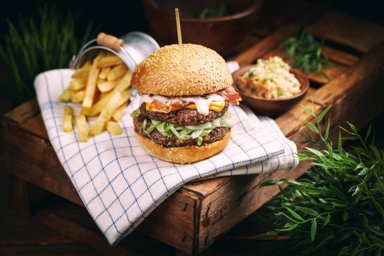 Sfantu Gheorghe, Romania: Try the Twenty-Two Burgers