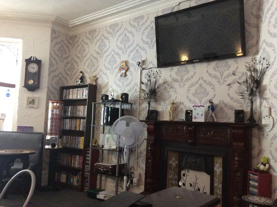 Arties Hotel: Refurbished Bar