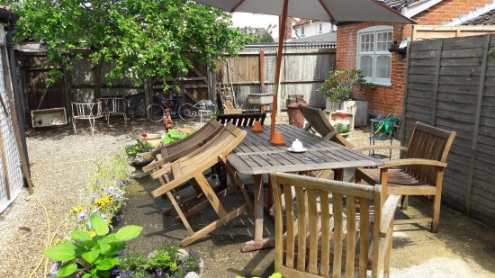 Stradbroke, UK: Interesting antiques, cafe and indoor and outdoor seating.