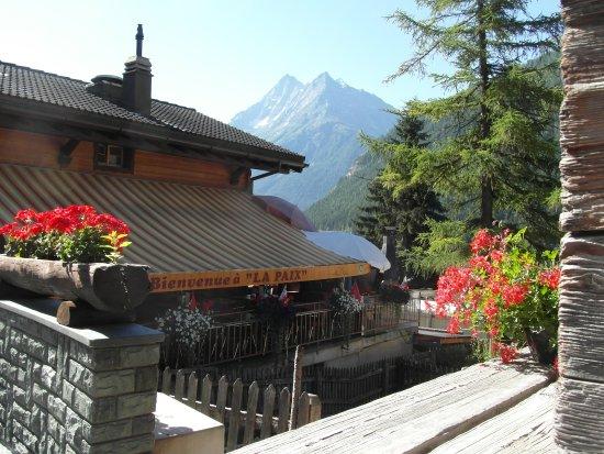 Evolene, Suiza: Notre terrasse au coeur du village pittoresque d'Evolène