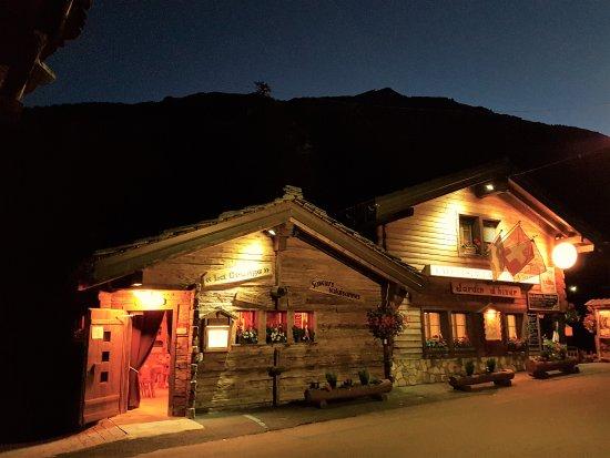 Эволен, Швейцария: La Paix et La Grange, by night !!
