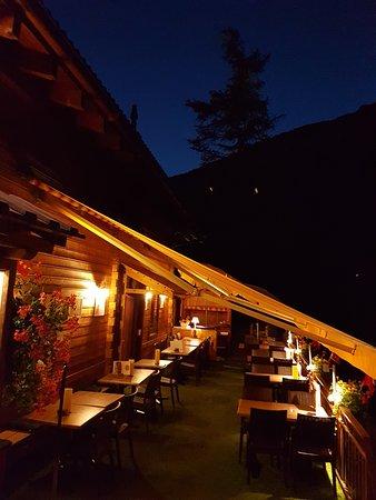 Эволен, Швейцария: Dans la fraîcheur du soir... une halte sur notre terrasse