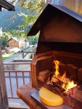 Эволен, Швейцария: La Raclette au feu de bois