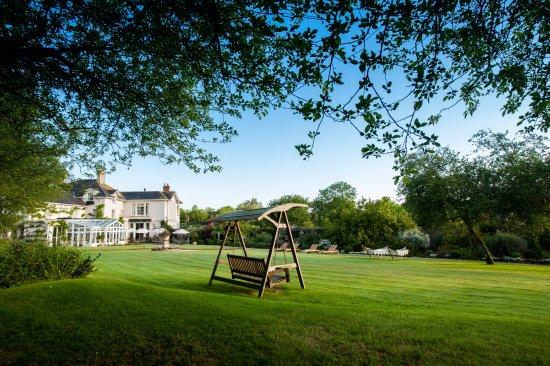 Summer Lodge: Garden