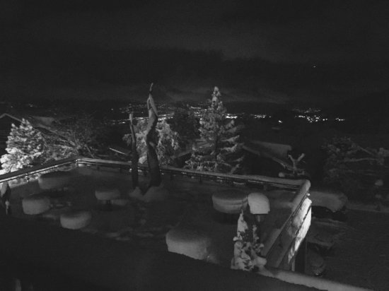 Виллар-сюр-Оллон, Швейцария: Aussicht aus dem Zimmerbalkon
