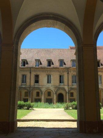 Cluny, Francja: Cloître de l'abbaye