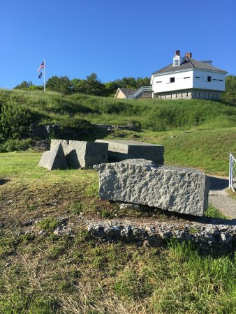 Kittery, ME: Beautiful preserved history and spectacular views.