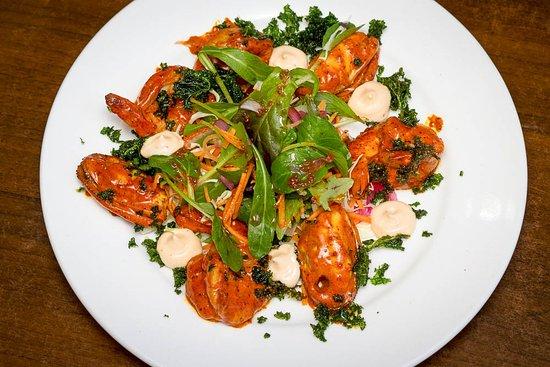Wanganui, Nueva Zelanda: Pan Seared Prawns w coconut salsa, mussels, lime, crisp kale (GF)