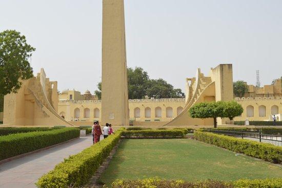 Jantar Mantar - Jaipur: it's something a machine