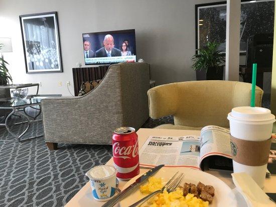 เมตแลนด์, ฟลอริด้า: Breakfast, friendly staff. The lounge is always clean and comfortable. It feels like I'm at home