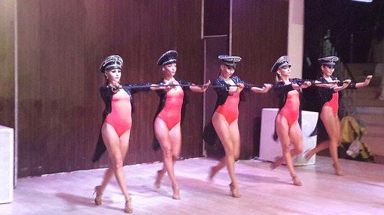 Latanya Park Resort: приглашенные танцоры для анимации (не аниматоры)
