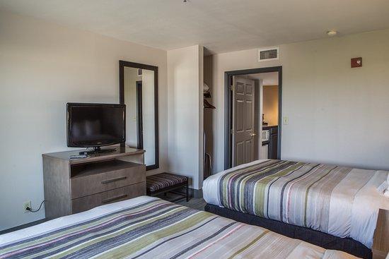 Harlingen, TX: Two Queen Suite Bed Room.
