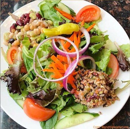 Aurora, Canada: Gourmet Salad