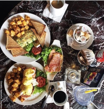 Aurora, Canadá: Weekend Brunch