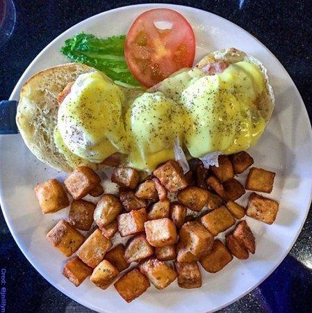 Aurora, Canadá: Eggs Benedict