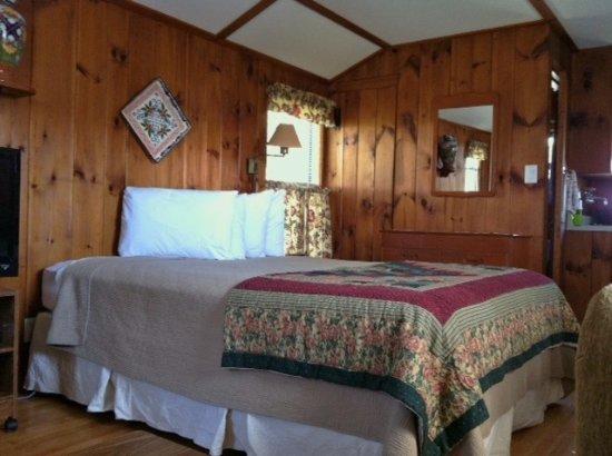 Weirs Beach, NH: Cottage 4