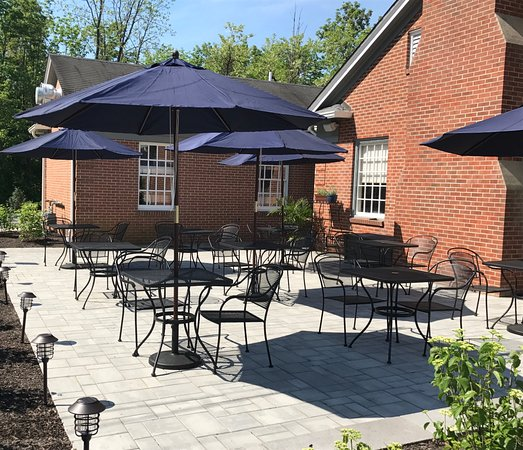 Annandale, NJ: outdoor seating