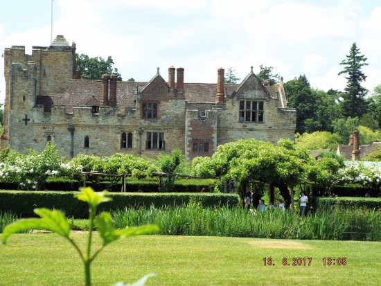 Hever, UK: Looking across from the meadows over the moat at the back of the castle