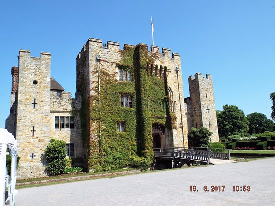 "Hever, UK: Imposing front, just what you imagine a ""castle"" to be"