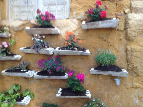 Province of Agrigento, Italia: Antiche Tegole fiorite