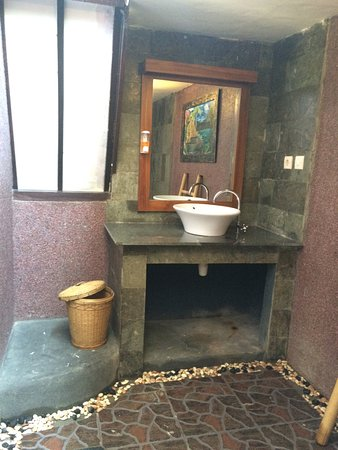Ozzy Cottages and Bungalows: Nice and Clean Bathroom