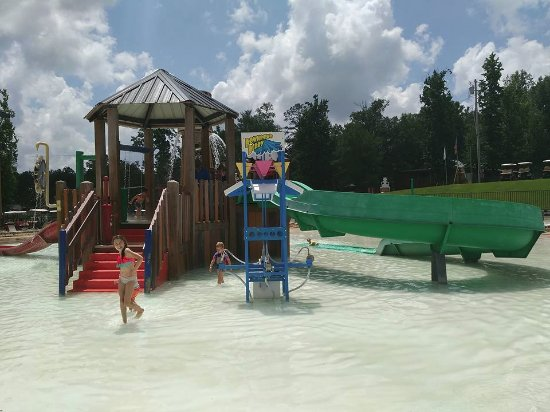 Yogi on the Lake: Splash Pad / Kiddie Area