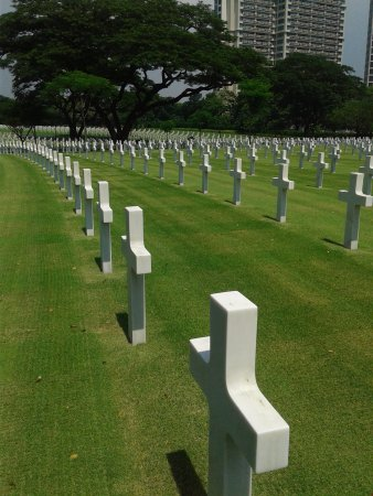 Manila American Cemetery and Memorial: grave of the soldiers