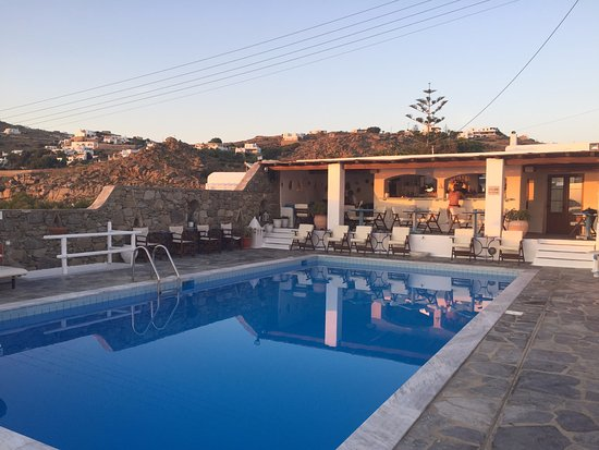 Hotel Tagoo: Pool at sunset