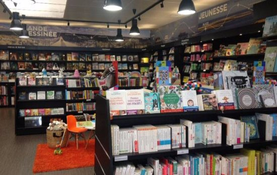 Pessac, Frankrijk: Intérieur de la librairie du 45e Parallèle.