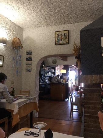 Sant Pol de Mar, España: Уютный семейный испанский ресторан с невероятной атмосферой и безумно вкусной кухней! Персонал о