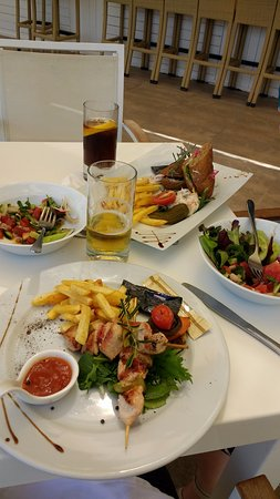 Baia Lara Hotel: Lunchtime offering at White Bar
