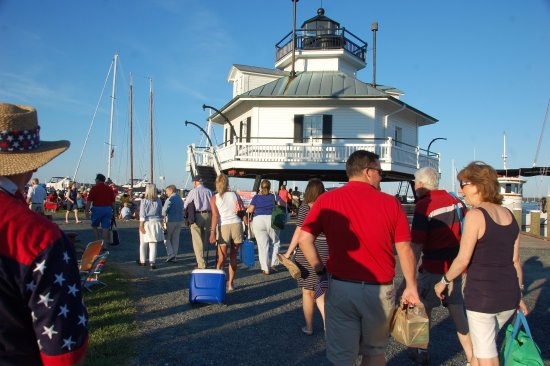 St. Michaels, MD: Big Band Night patrons head to find a picnic spot around the lighthouse