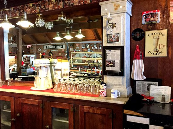 Hooker, OK: Soda fountain area