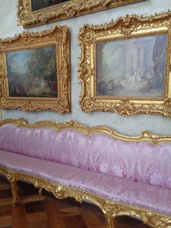 Sanssouci Palace: Zitbanken die enkel dienden als parade, maar te smal om erop te gaan zitten.