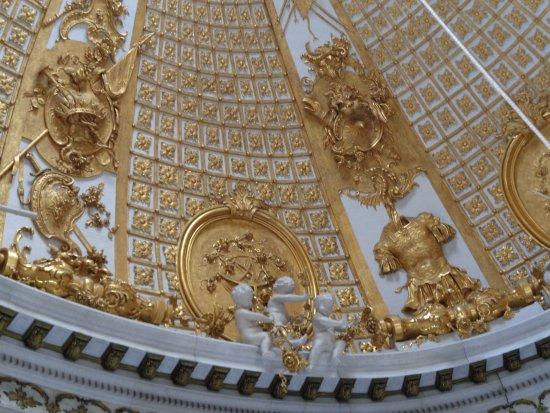 Sanssouci Palace: Plafonds tot in details afgewerkt.