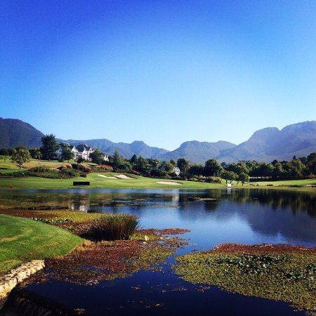 George, Afrique du Sud : The par 3 17th hole at the Montague course. A gem of a hole.