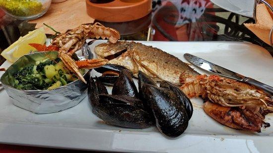 Taverna Bachus : Fischplatte