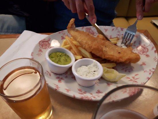 Horley, UK: fish chips