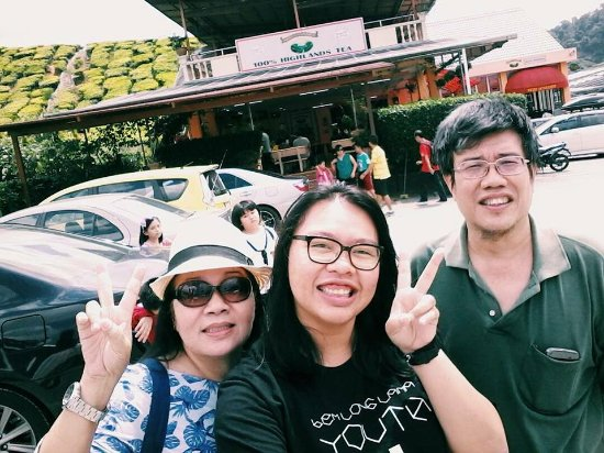 Tanah Rata, Malaysia: candid picture with the coffee house in the background