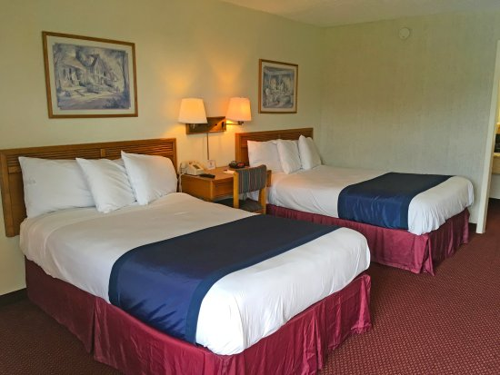 Riverside, AL: Two Double Beds
