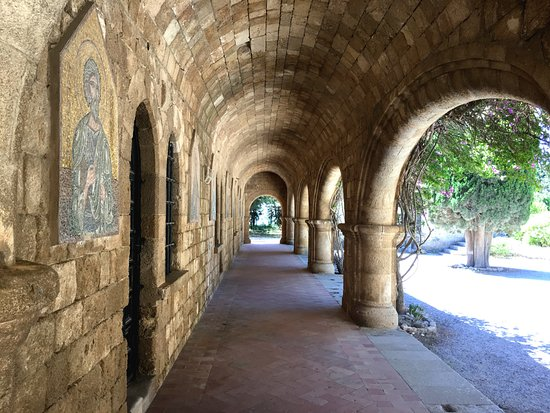 Filerimos, Greece: мозаика восстановлена, но это совсем не портит вид