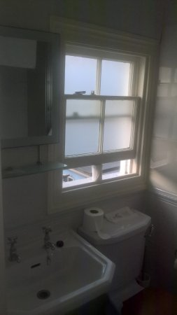 Sandgate, UK: Toilet roll holding sash window open.